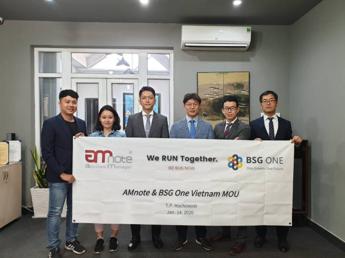 AMNOTE-BSG ONE signed an MOU at the headquarters of the AMNOTE in HCMC, Vietnam (From the third on the left) CEO of AMNOTE, Koo Jin-Young & CEO of BSG ONE, Kim Tae-ryong & Director of BSG ONE in Vietnam, Kwon Young-Keun