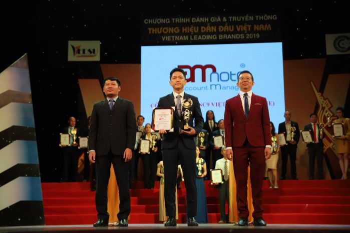 "Koo Jin Young – Director – Representative received the award of ""Top 10 Leading Brands in Vietnam – Vietnam Leading Brands – VI Series 2019"