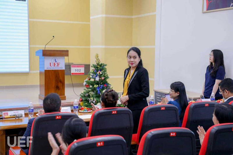 The jury consisted of representatives of the school, Ms. Nguyen Thi Hong Thuong - Judge - representative of Amnote