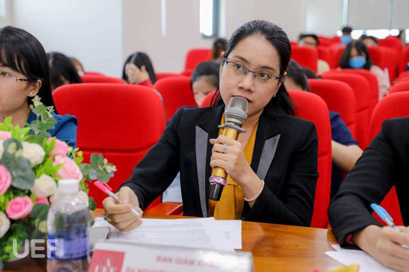Ms. Nguyen Thi Hong Thuong maked questions about the argument of the teams